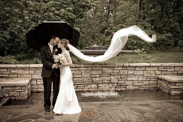 Rainy-Day-Wedding-petch-Laurel-Austin