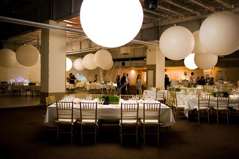 Es tendencia globos gigantes en tu boda pyp - Decoration mariage ballon ...