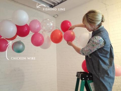 balloons-on-chicken-wire